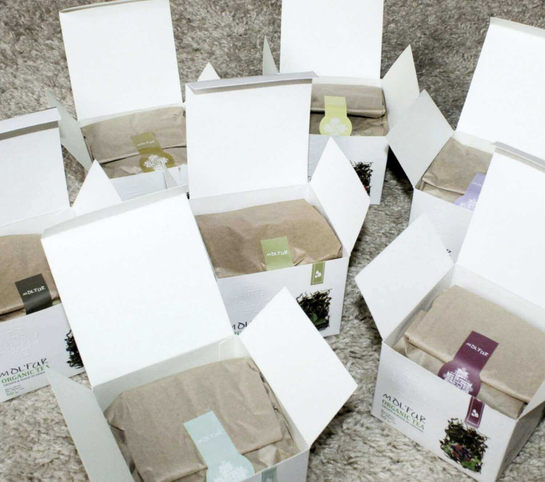 Открытые коробки чая Molfar